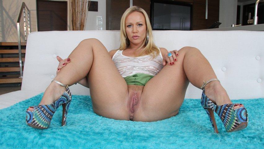 A pretty blonde with a busty cougar ji amp al 6