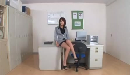 Wonderful Japanese Babe In Sexy Office Suit Exposing Her Legs Trying To Seduce Her Boss To Fucking