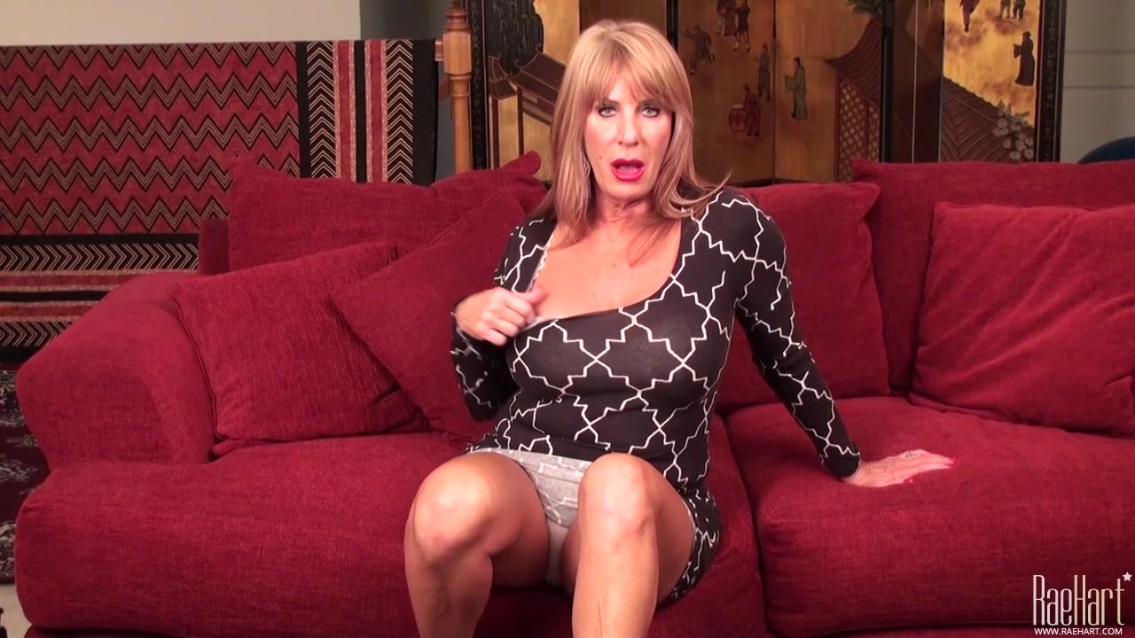 Sexy pornstar bobbi lennox up close and personal