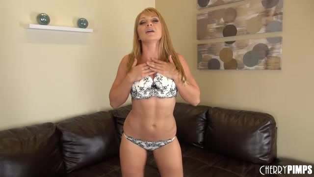 Kiny Blonde Mature Spreads On The Couch And Plays With Her Pussy